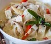 Тайский суп с лапшой и карри