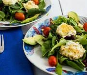 Салат с авокадо и козьим сыром