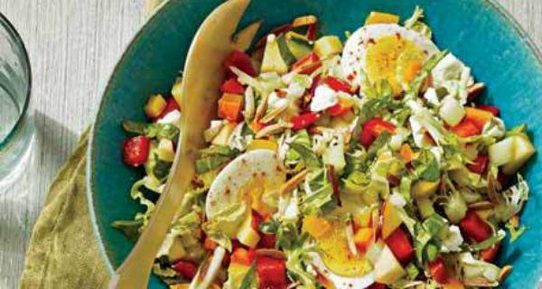 Рубленый овощной салат с яйцом