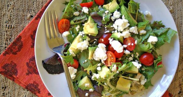 Легкий салат с авокадо и сыром