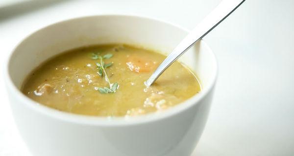 Гороховый суп: рецепт с травами и копченостями