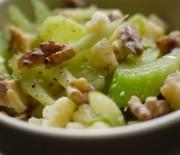 Пасхальный салат из сельдерея с орехами