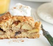 Шарлотка с орехами и яблоками