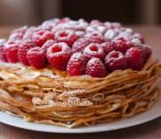 Блинный торт с карамелью и малиной