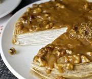 Бананово-блинный торт с грецкими орехами и карамелью