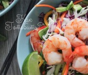 Тайский салат с молодой капустой и креветками