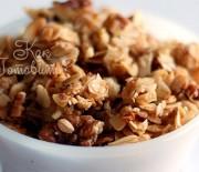 Гранола с кленовым сиропом и грецкими орехами