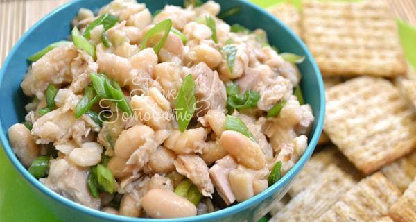 Салат из куриной грудки шампиньонов и фасоли