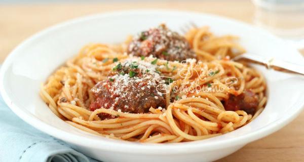 Спагетти с тефтелями и томатным соусом