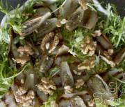 Салат с грушей-гриль и баклажанами