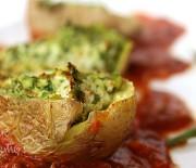 Картофель, фаршированный рикоттой и шпинатом