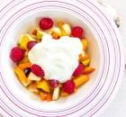 Фруктовый салат с грушами и персиком