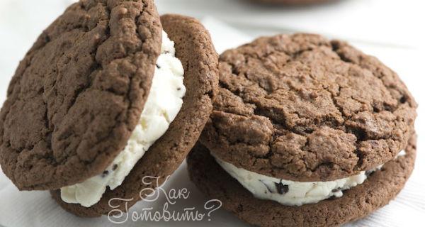 Шоколадное печенье-сэндвич с мятной начинкой