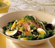 Пасхальный салат с кроликом и травами