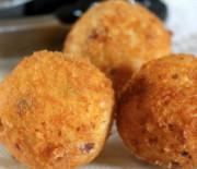 Картофельные крокеты фаршированные курицей
