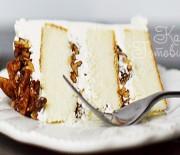 Имбирный торт с ромом и карамелизированными орехами